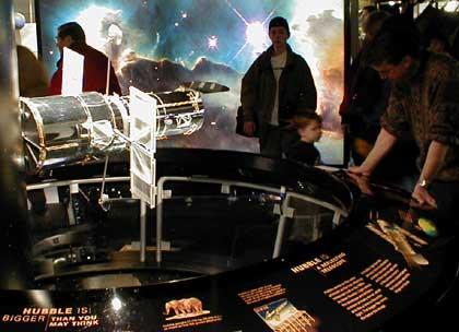 Hubble telescope exhibit draws crowds | Bettendorf com